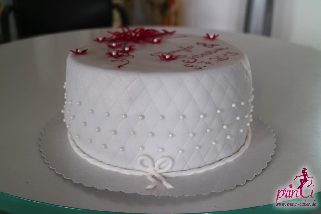 Hochzeitstorte Weinrot Mit Perlen Princi Cakes