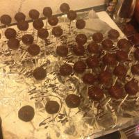 Kirsch-Biskuit Cake Pops mit Schokolade