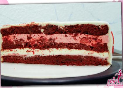 Red Velvet Cake mit weißer Schokolade und Himbeer-Roste Creme