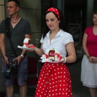 Red Velvet Cake mit Himbeeren und weißer Schokolade und Ramazotti Rosarot Likör